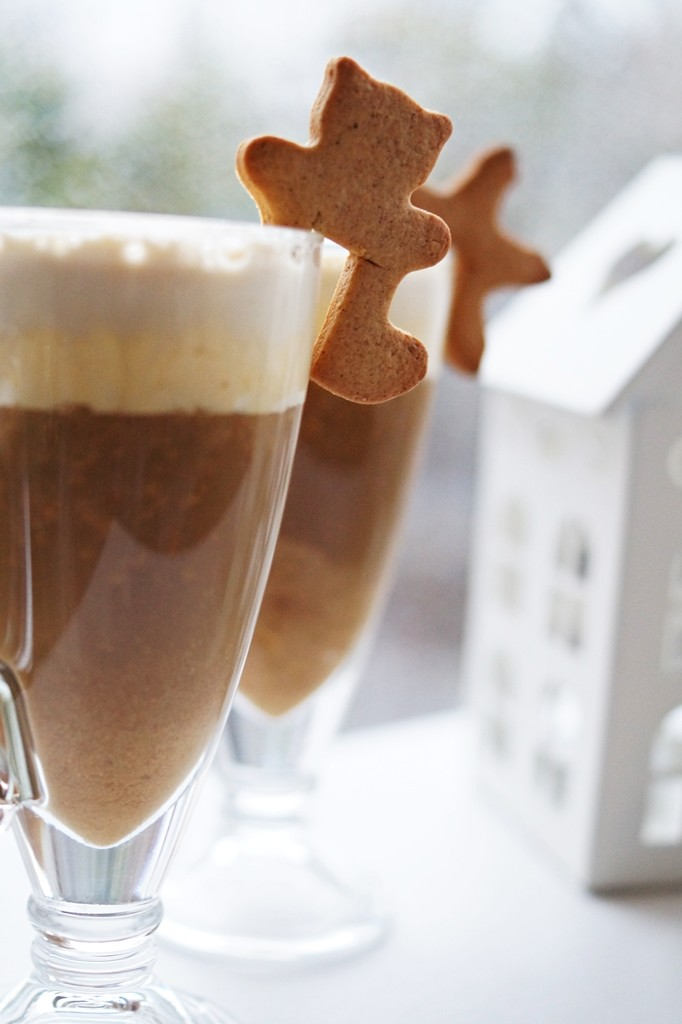 kawa z pierniczkami