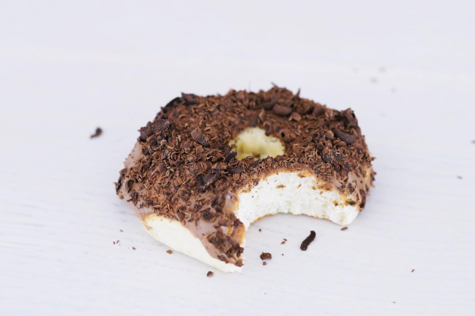 pieczone donaty polewą czekoladową